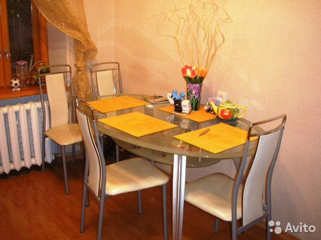 Фото дизайн кухни со столом и стульями