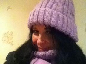 Продаю шапку с шарфом и рукавичкаминовые