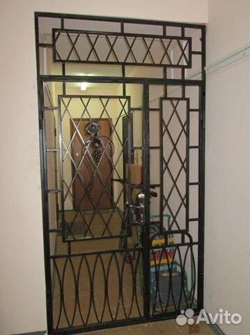железная лестничная дверь